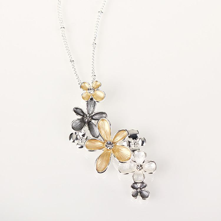 Equilibrium Flowers Cluster Necklace