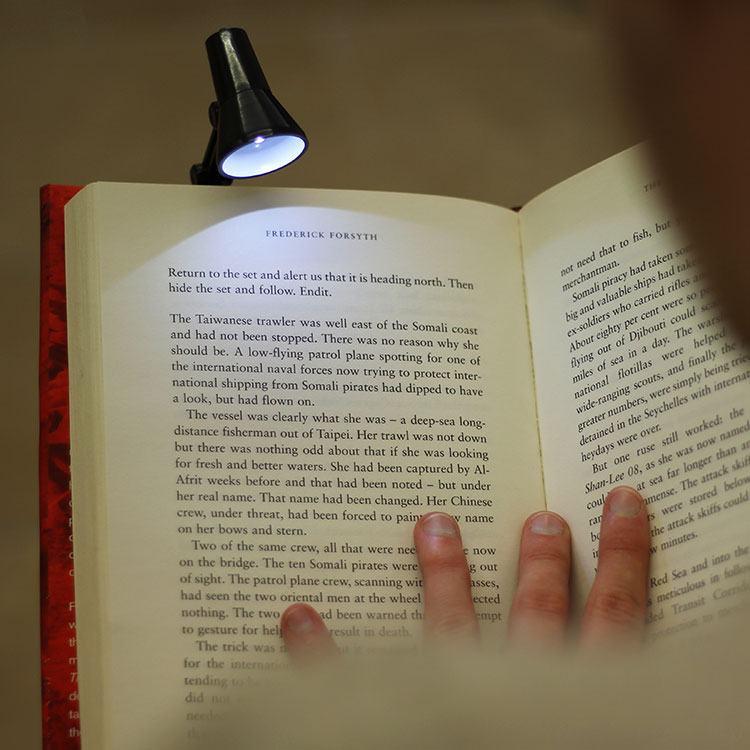 World's Smallest LED Reading Light Black